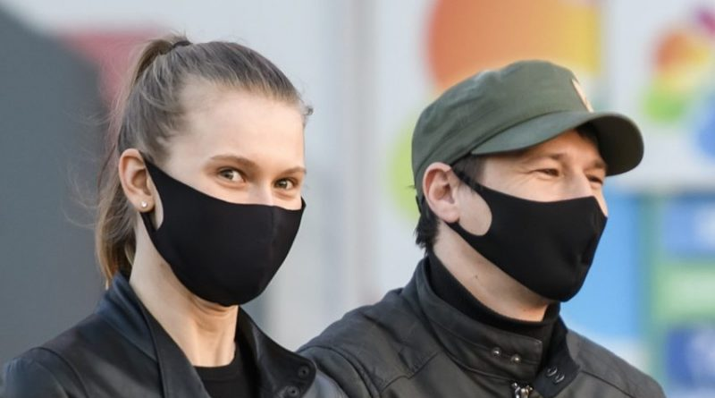 Province recommends wearing a mask when physical distancing isn't an option
